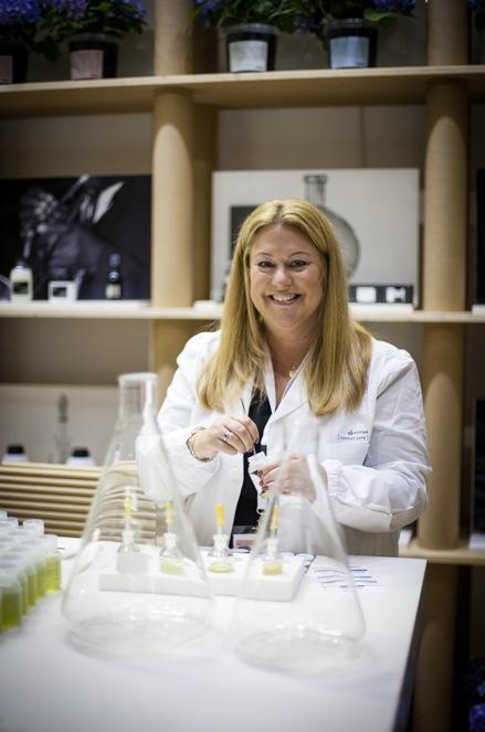 Therese Jirving från Kraft blandade till favoritdoften i ditt schampo