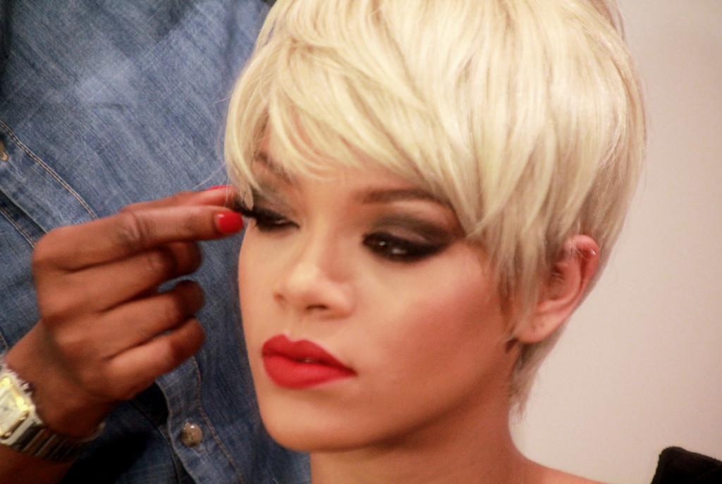 Rihanna Hearts MAC 2093