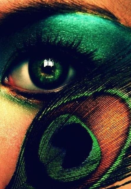 Årets färg på makeup- Emerald