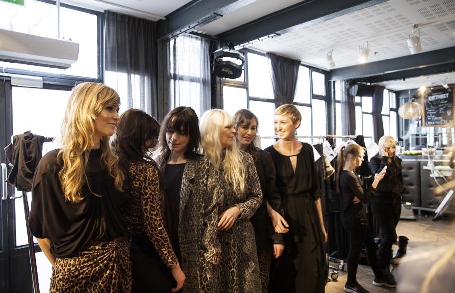 Diana Orving backstage. Stor del av svenska kultureliten visade designerns kläder under Mercedes Benz Fashionweek i Stockholm.