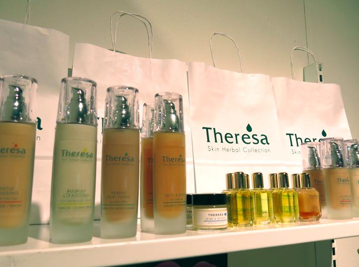 Svenska Theresia gör ekologiska produkter och riktigt bra parfym med patchouliolja som är lagrad i 25 år.
