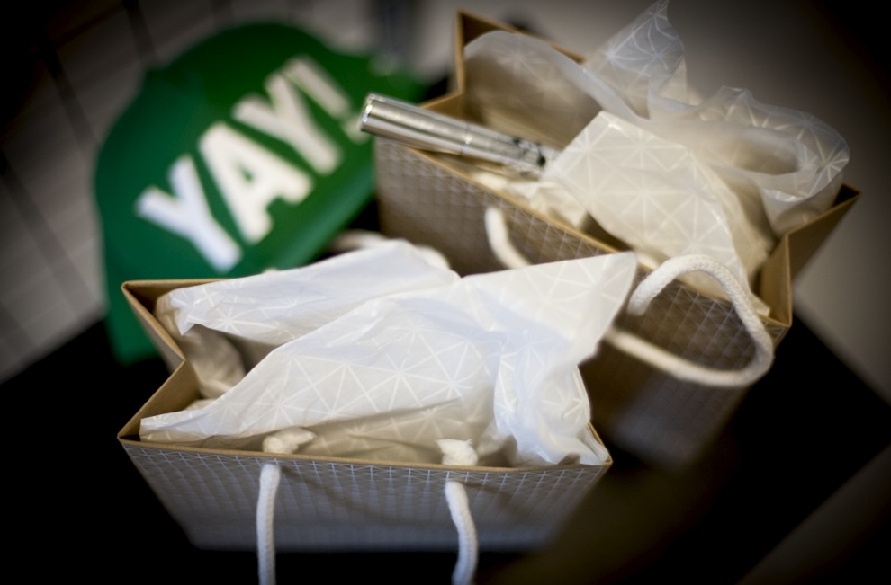 Snart är det dags för vårt bloggevent för er läsare i Moods galleria. Nu börjar vi packa goodiebagsen. Makeupen från Apoliva so passar just dig får du på plats på tisdag!