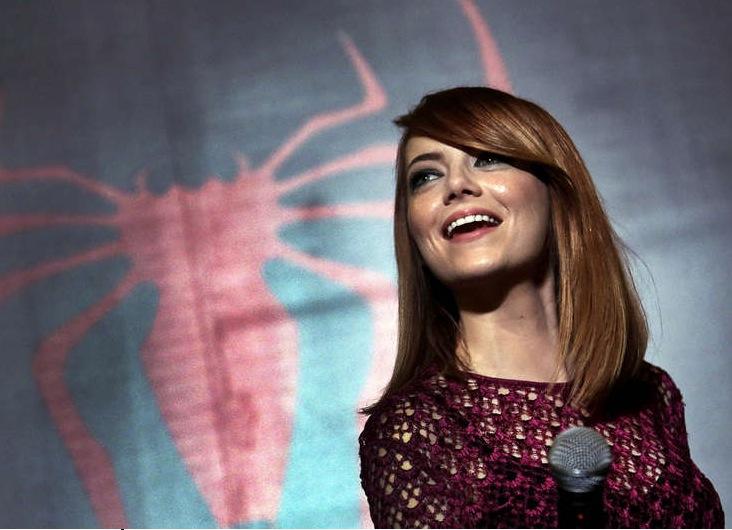 Rödhåriga Emma Stone kan förstärka sin hårfärg med olika röda nyanser, men ska akta sig för allt för bleka eller mörka drastiska förändringar. Bild: AP