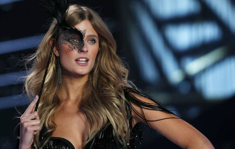 Model Constance Jablonski . Foto: Getty Images