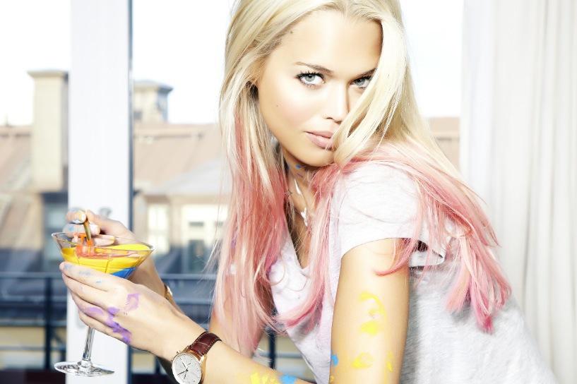 Svenska Clara Hallencreutz använder mycket färg i sin fotokonst.