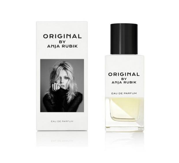 Snygg ren flacon. Anjas parfym finns att köpa på Net a Porter och Liberty i London. Barneys i New York