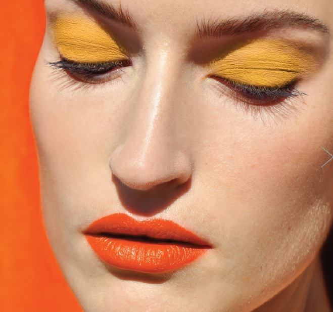 Läppstiften i vår /sommar har mycket färg och är relativt matta i olika lila, orange, rosa och hallon toner.