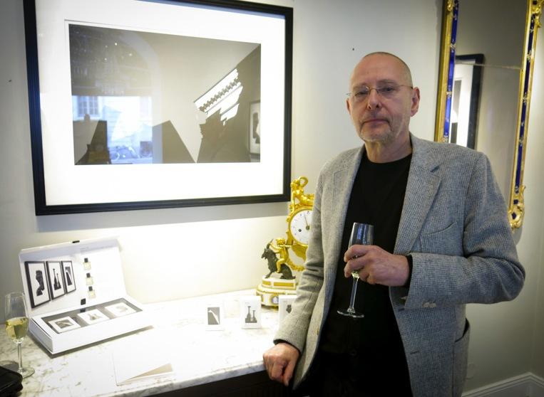 Internationellt erkände fotokonstnären Dawid på lanseringen av den nya svenska nischparfym SG79 STHM