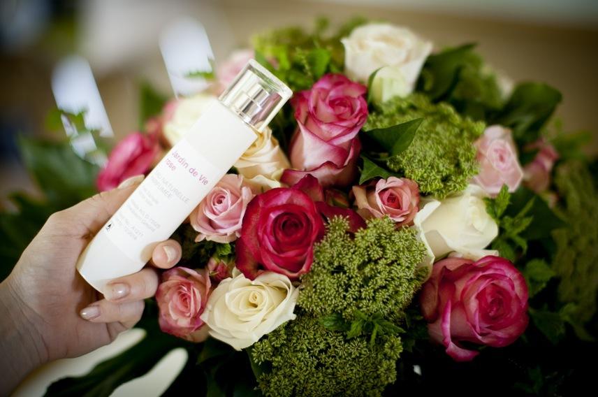 Obs flaskorna är prototyper: Ros och Ylang Ylang dominerar i Jardin de vie Rose