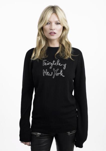 Kate Moss myser med nyttig tröja