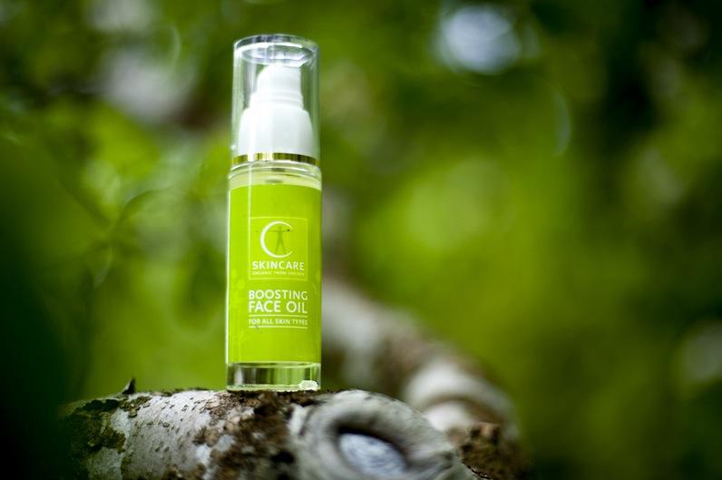 Boosting faceoil från svenska C Skincare använder jag när årstiden skiftar från höst till vinter