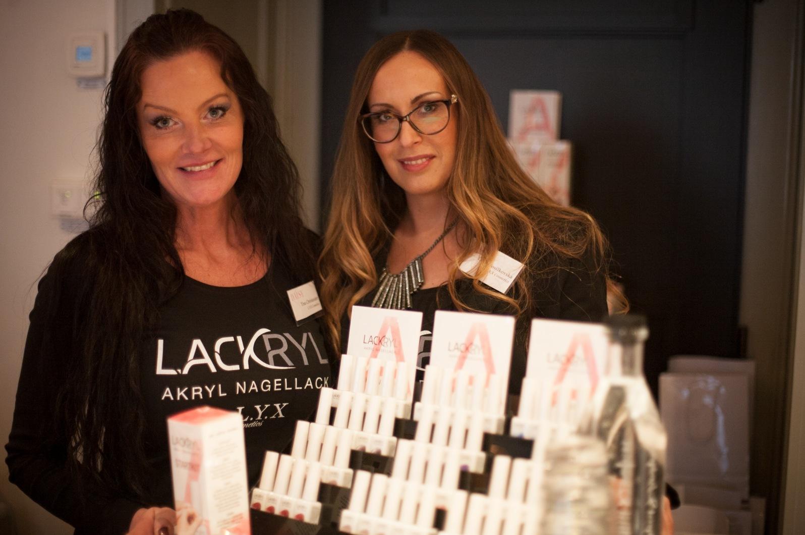 Tina och Tanja från Lyx Cosmetics lanserade sitt hemmakit med akrylnagellack. Är redan hooked.