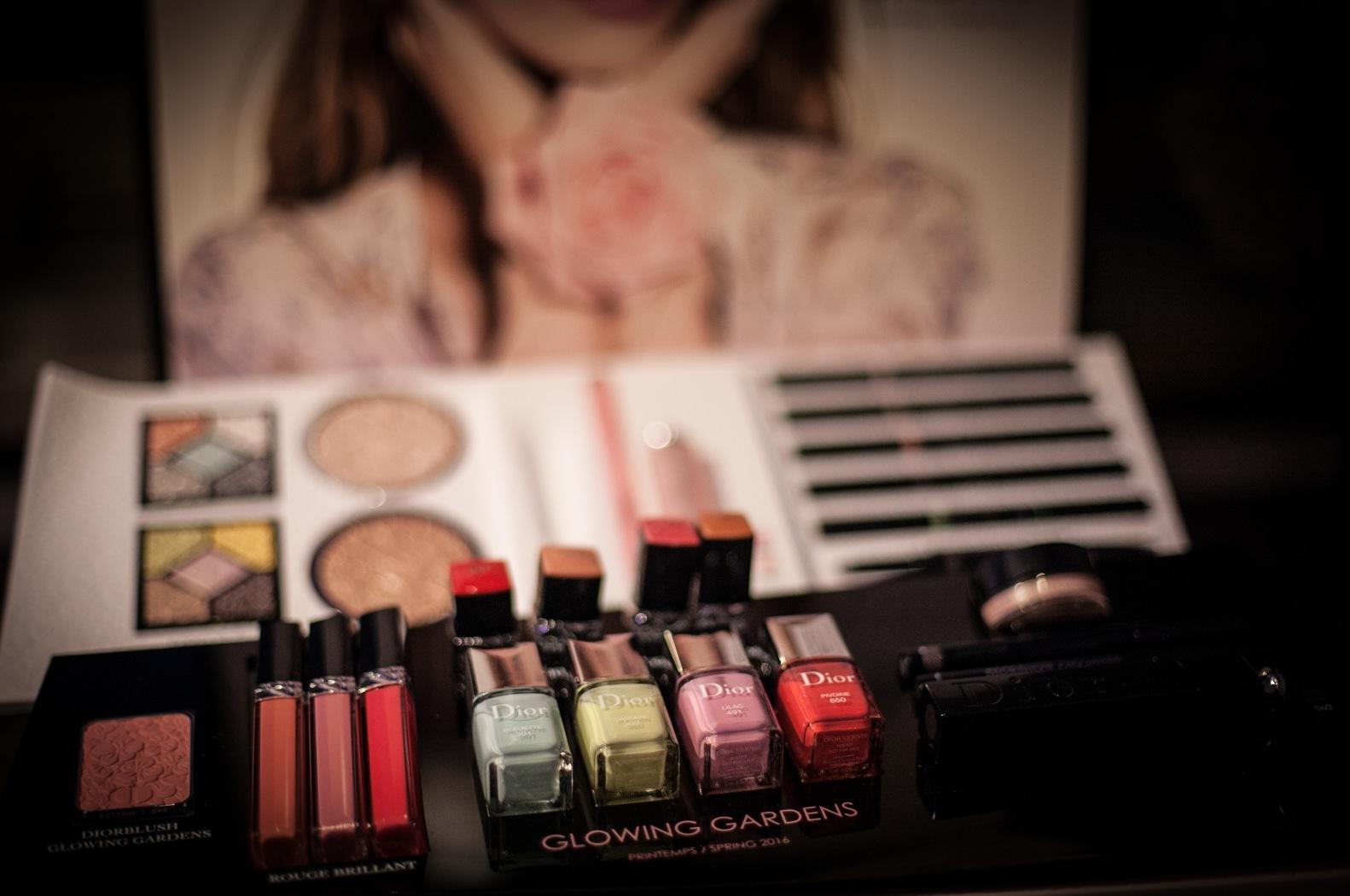 Dior presenterade sin härliga vår makeup på Daisy Beautys Exo 2016. Man vill ha typ allt. Gillar den gröna nyansen som kommer i flera märkens ögonskuggor i sommar.