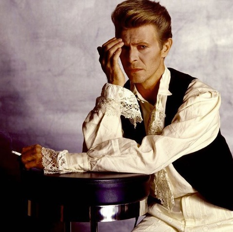 Bowie 1990 under turnén Sound & Vision tour då jag hade förmånen att skaka hand med honom. Kolla in stilen. Älskar dandylooken.