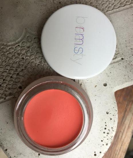 RMS Beautys produkter kan du använda både på läppar, ögon och kinder.