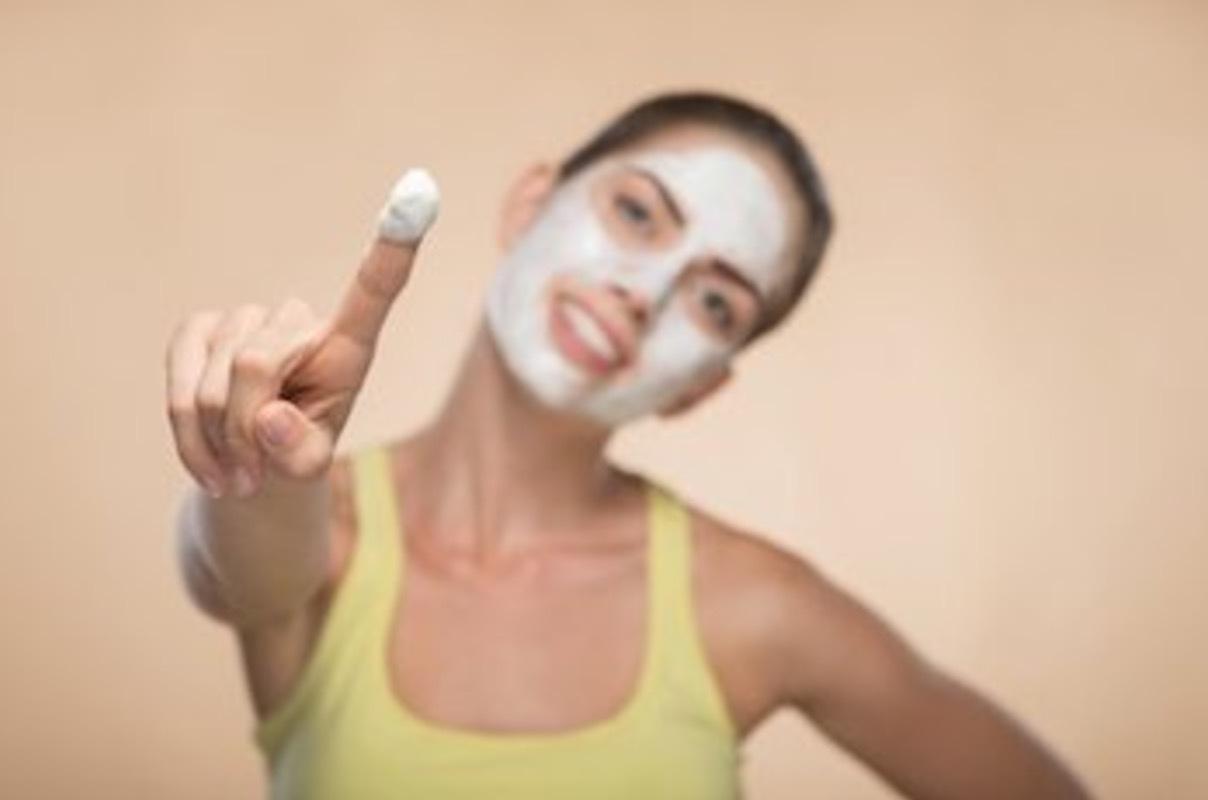 använd hudvård som är anpassade efter just din hudtyp. I dga finns det t.o.m gentest som talar om vilka produkter och ingredienser som din hud föredrar.