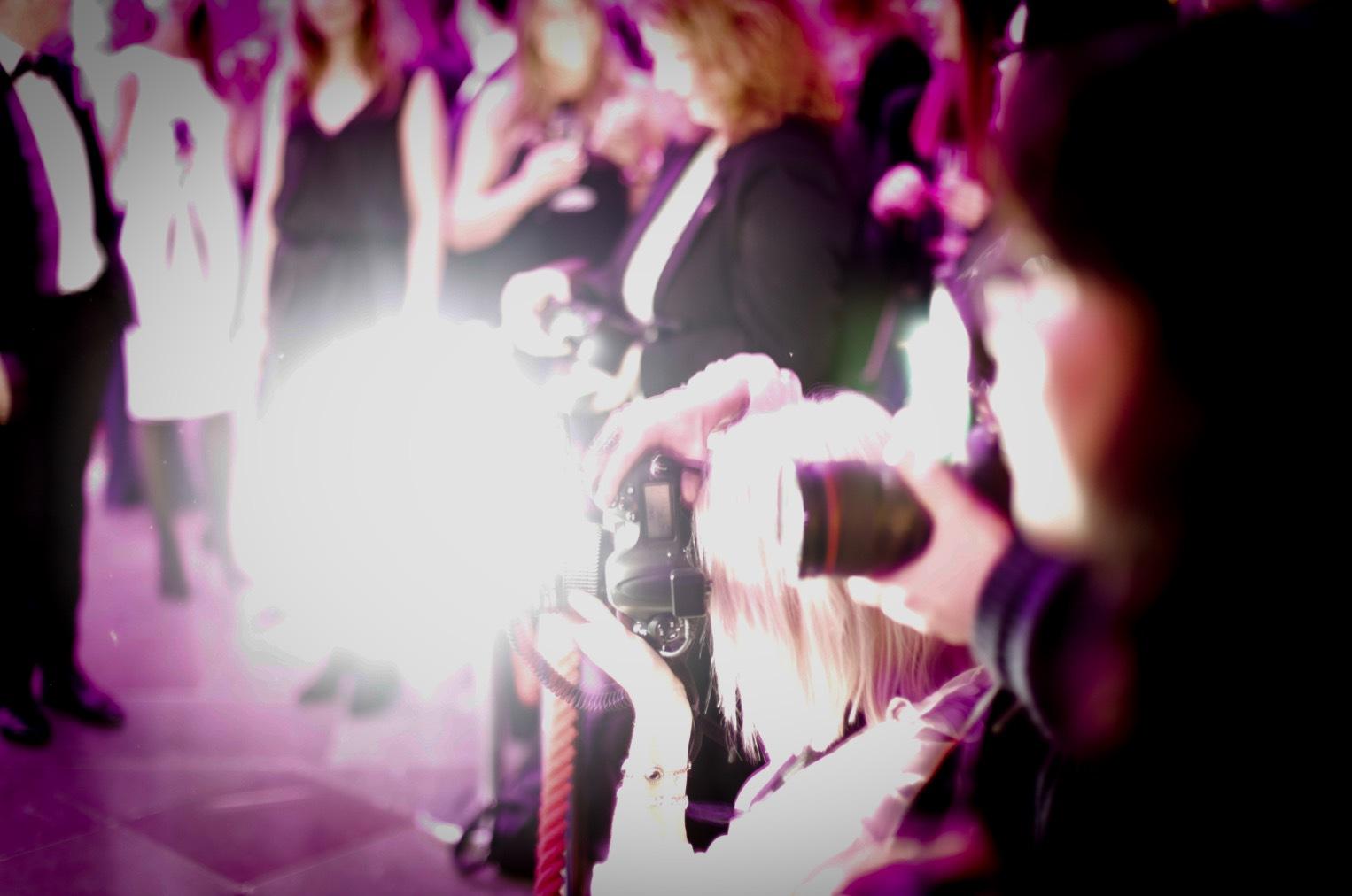Fullt ös bland fotograferna på röda mattan