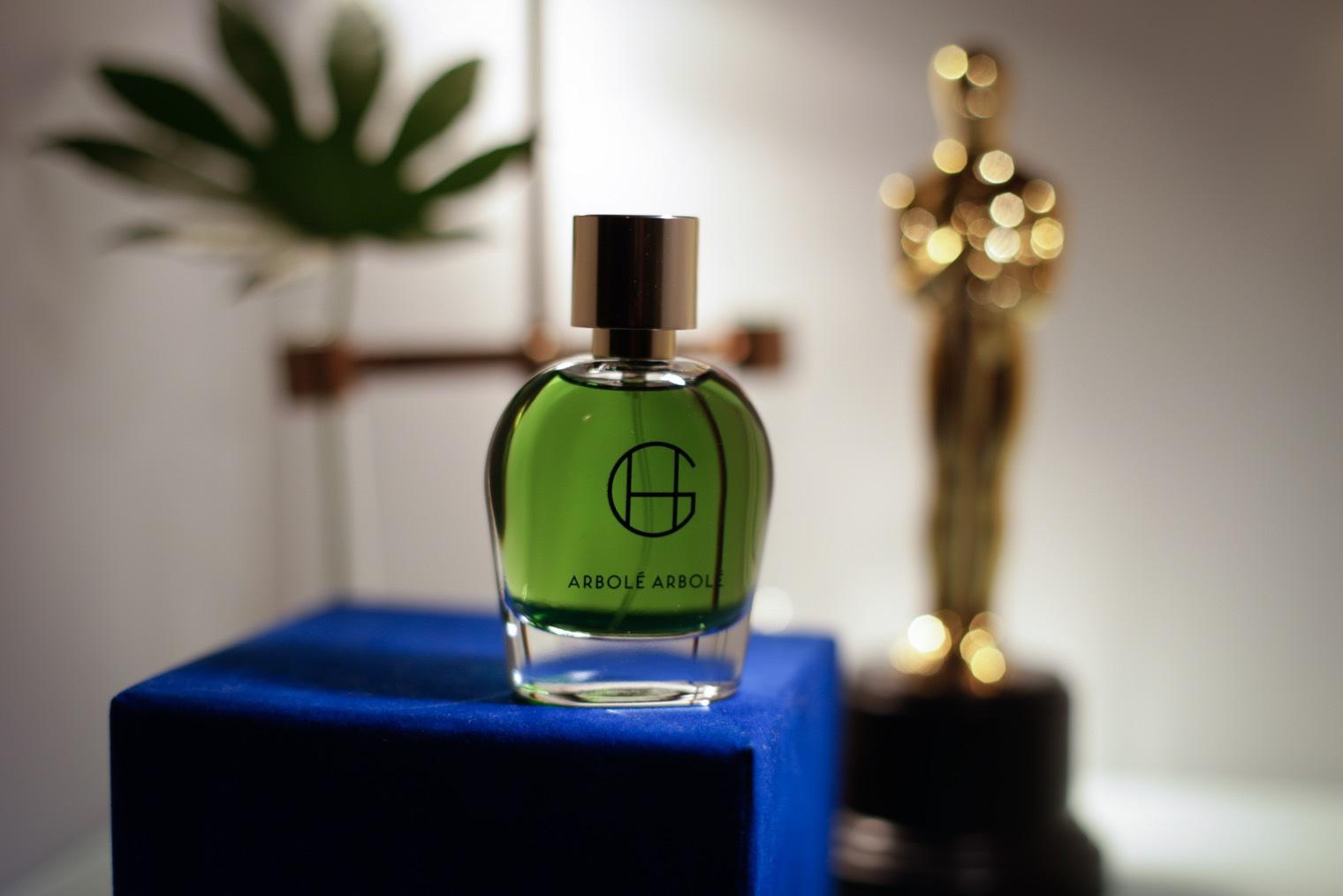 Hiram Green Arbolé Arbolé EdP är en skön doft som man bara vill ha mer av. patchouli, cederträ, sandelträ, vanilj och tonkaböna.