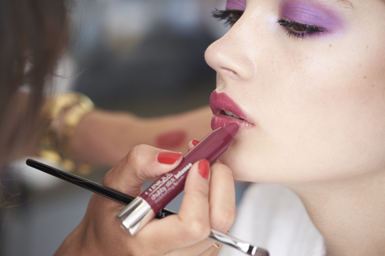 Håll utkick! i april lanserar Clinique nya läppennor inspirerade av färgkritorna Crayon