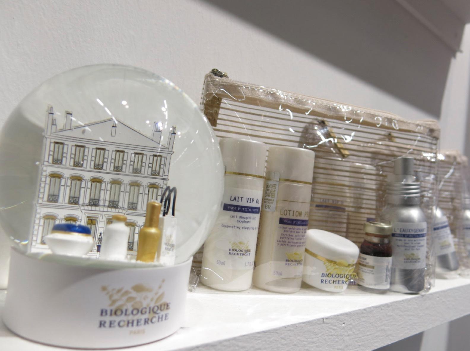 'Haute couture' hudvårdsmärket- och smått kultförklarade Biologique Recherche harflera decennier av forskning i bagaget och säljs i över 70 länder. Jag älskar 70-talskänslan i deras förpackningar.