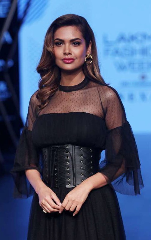 Esha Gupta  under Lakme Fashion Week i Mumbai. Foto: AP