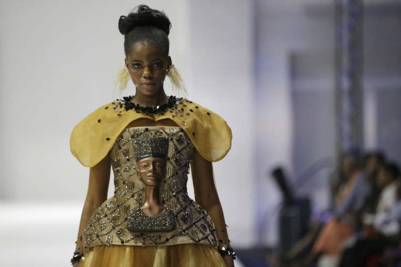 Nefertite skymtade fram på klänningarna designade av Weizdhurm Franklyn . Foto: TT/AP