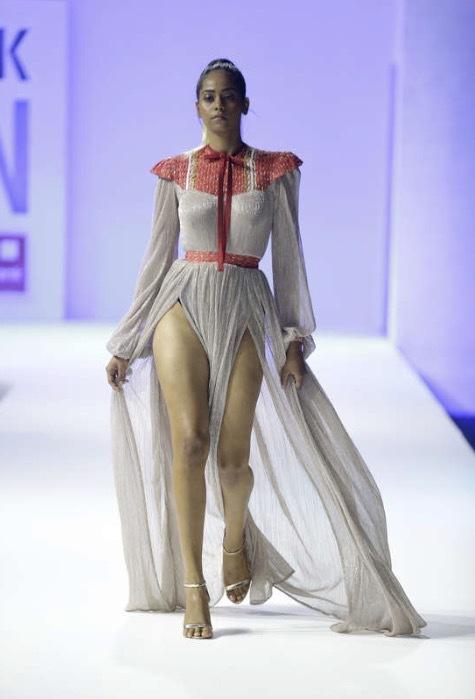 Ejiro Amos Tafiri visade upp kläder som var både romantiska och hade attityd. Foto. TT/AP