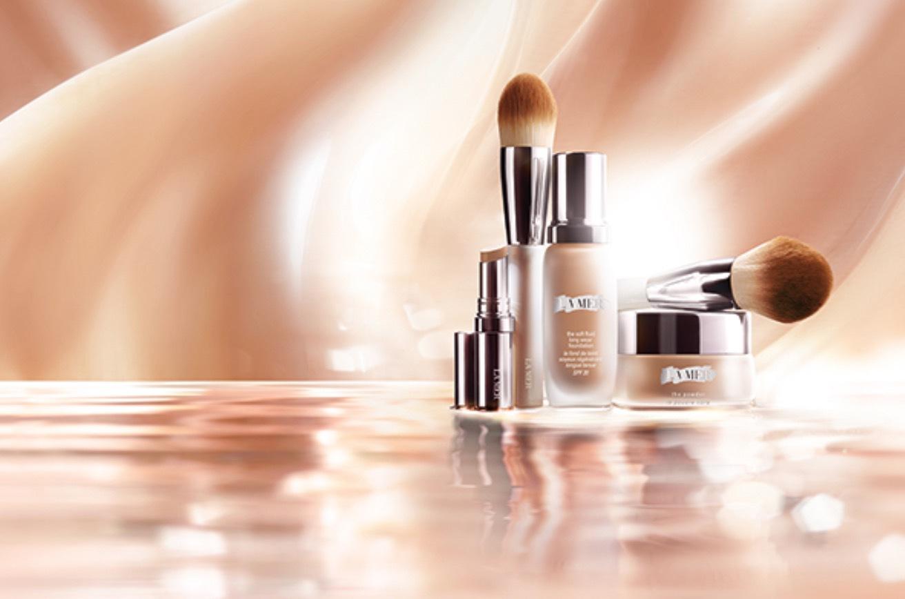 La Mers nya foundation innehåller två nya marina derivat som är fermenterade och ska hjälpa huden att lyfta sig själv