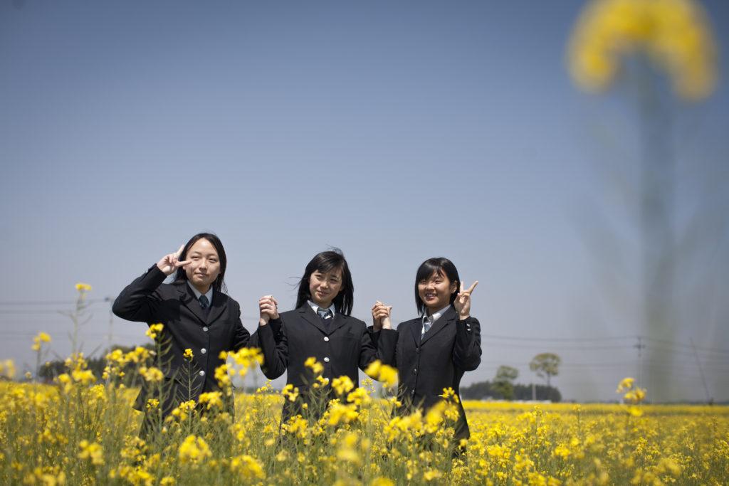 Gymnasieleleverna Akane Tateuchi, Manami Nishitori och NanaTakada