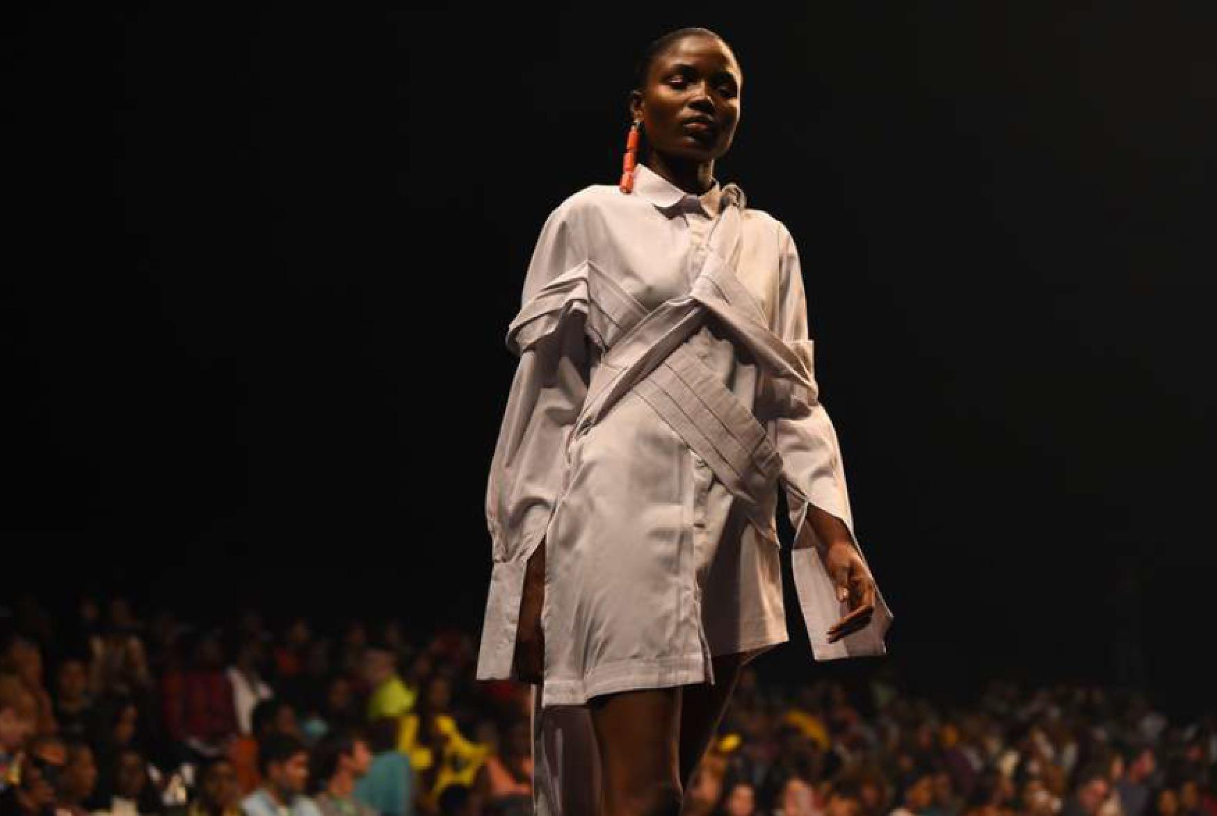 Fruche visade upp välskräddad elegans på Lagos Fashion Week Foto: AFP
