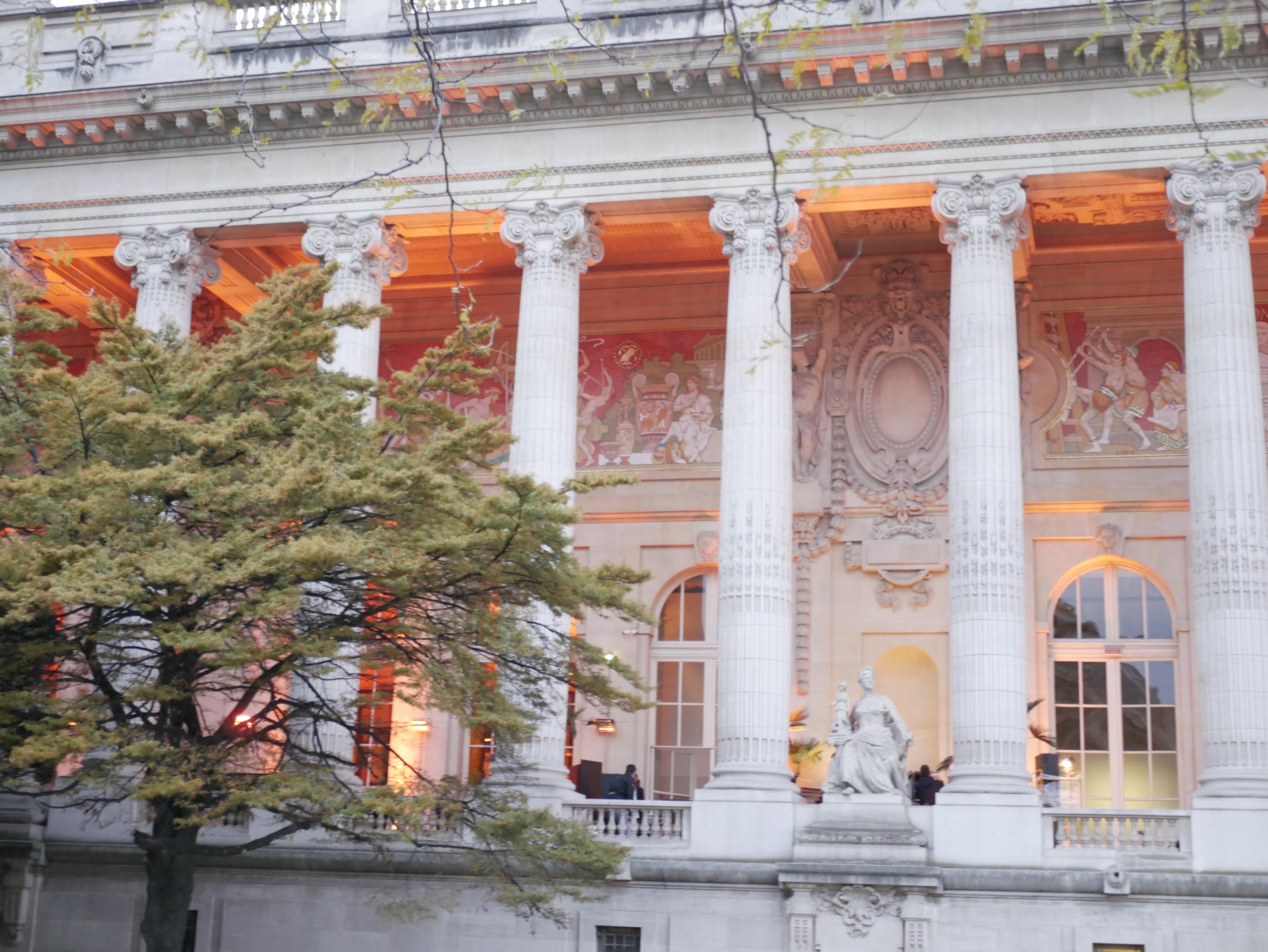 Presseventet hölls i Grand Palais ett stenkast från Triumfbågen i Paris