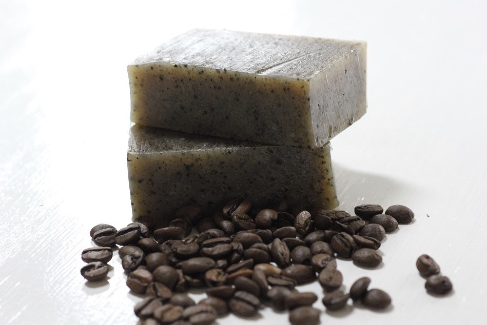 Det finns bra naturliga alternativ till pellande ämnen. Olika typer av skal och vaxer funkar bra. Bild Pixabay