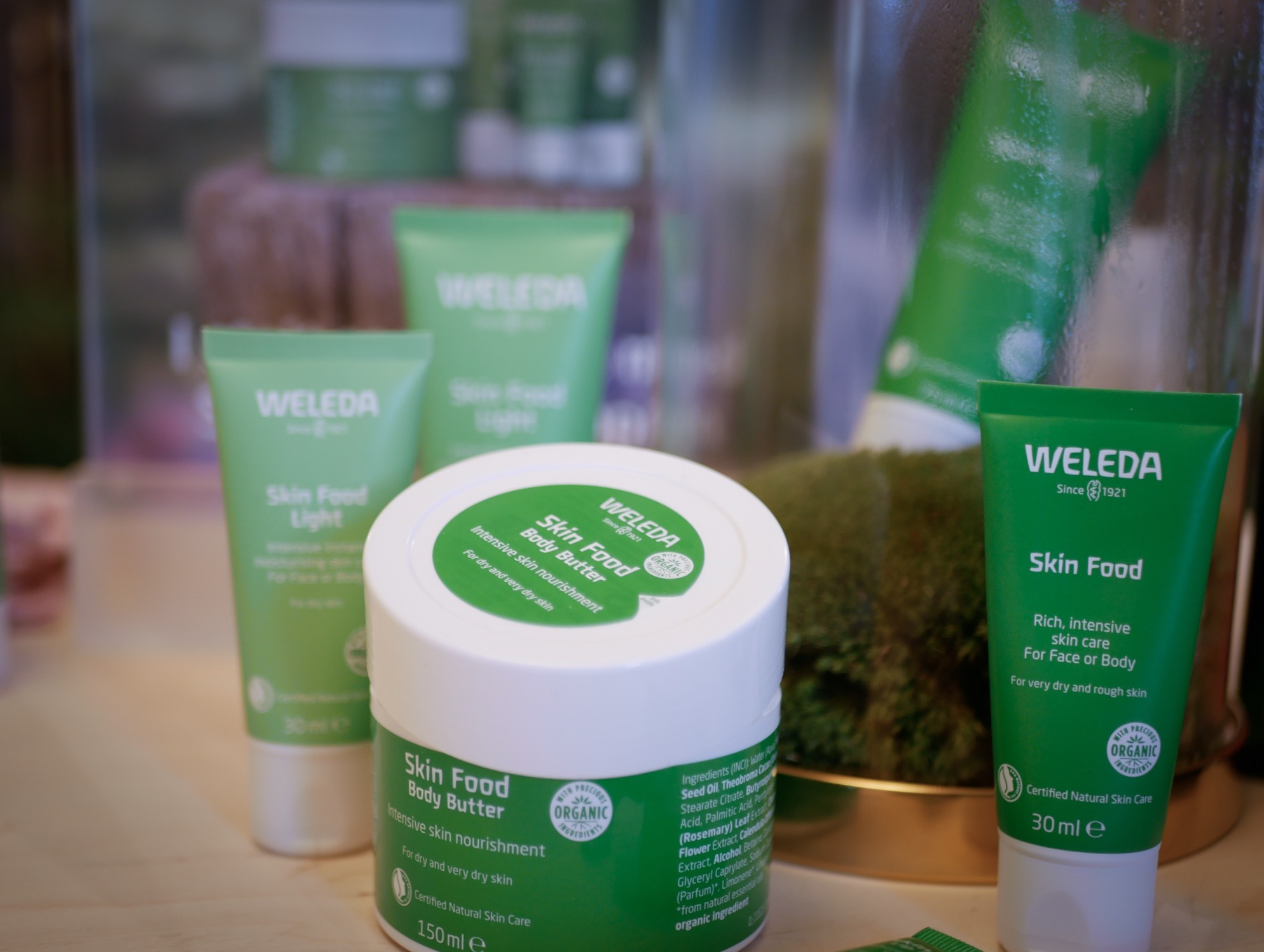 Hajpade hudvårdsserien Skin food från Weleda får en lillasyster, en lite lättare formulering av hudkrämen. De lanserar även ett läppcerat och kroppsbalm i den populära serien