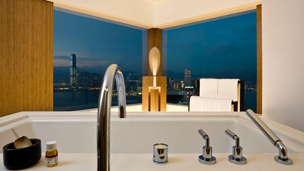 007557-08-bathroom-night-view