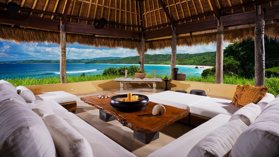 005406-17-lounge-hut-beach-view