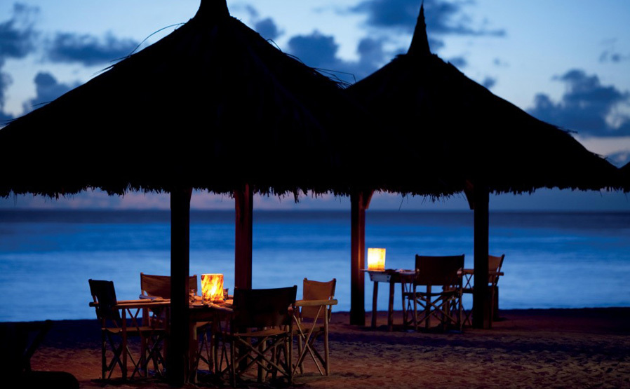 piclarge66921beach dining_1