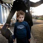 """Varken storebror Yazeh, 3, eller lillasyster Hala, 2, har börjat prata ännu. """"Det var en månads bombningar som gjorde dem tysta"""", säger pappa Abdul. Foto: Stefan Mattsson."""
