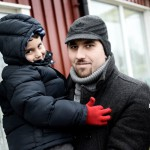 Naser Katerji, 33, med sonen Samer, 5. De kommer från Aleppo. Foto: Stefan Mattsson.