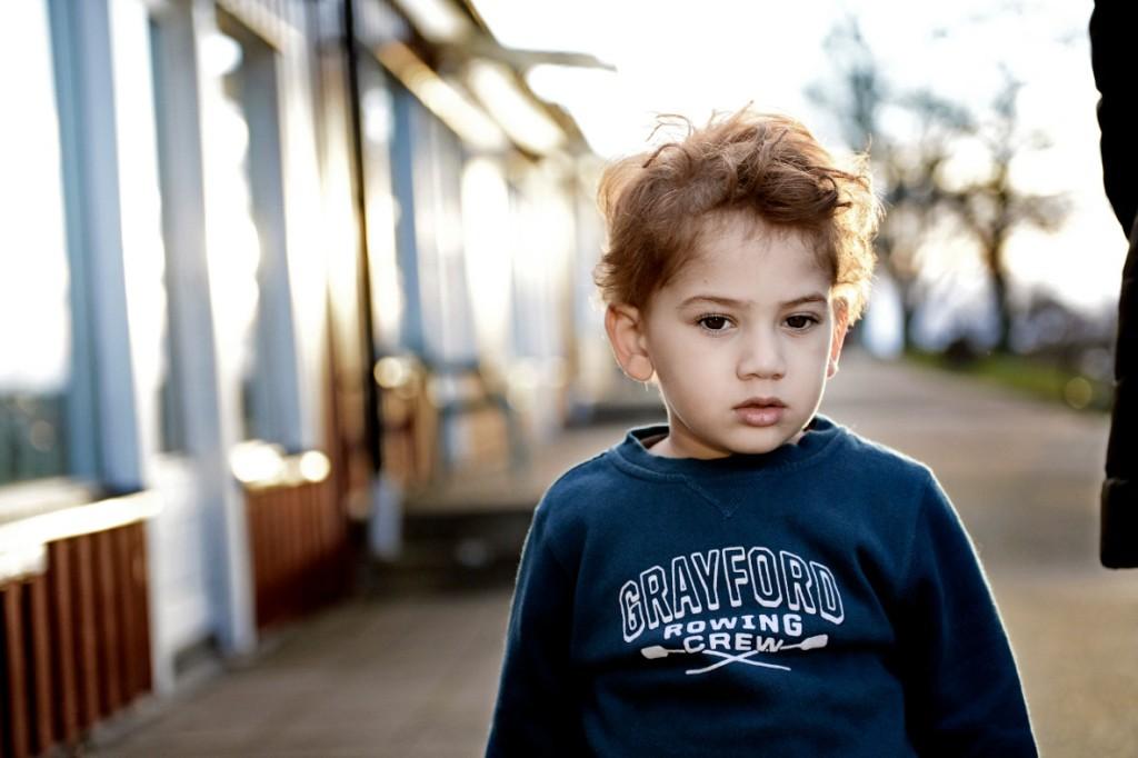Yazeh Alkurdi, 3, var hos läkare med hög feber i går. Nu mår han lite bättre. Foto: Stefan Mattsson.