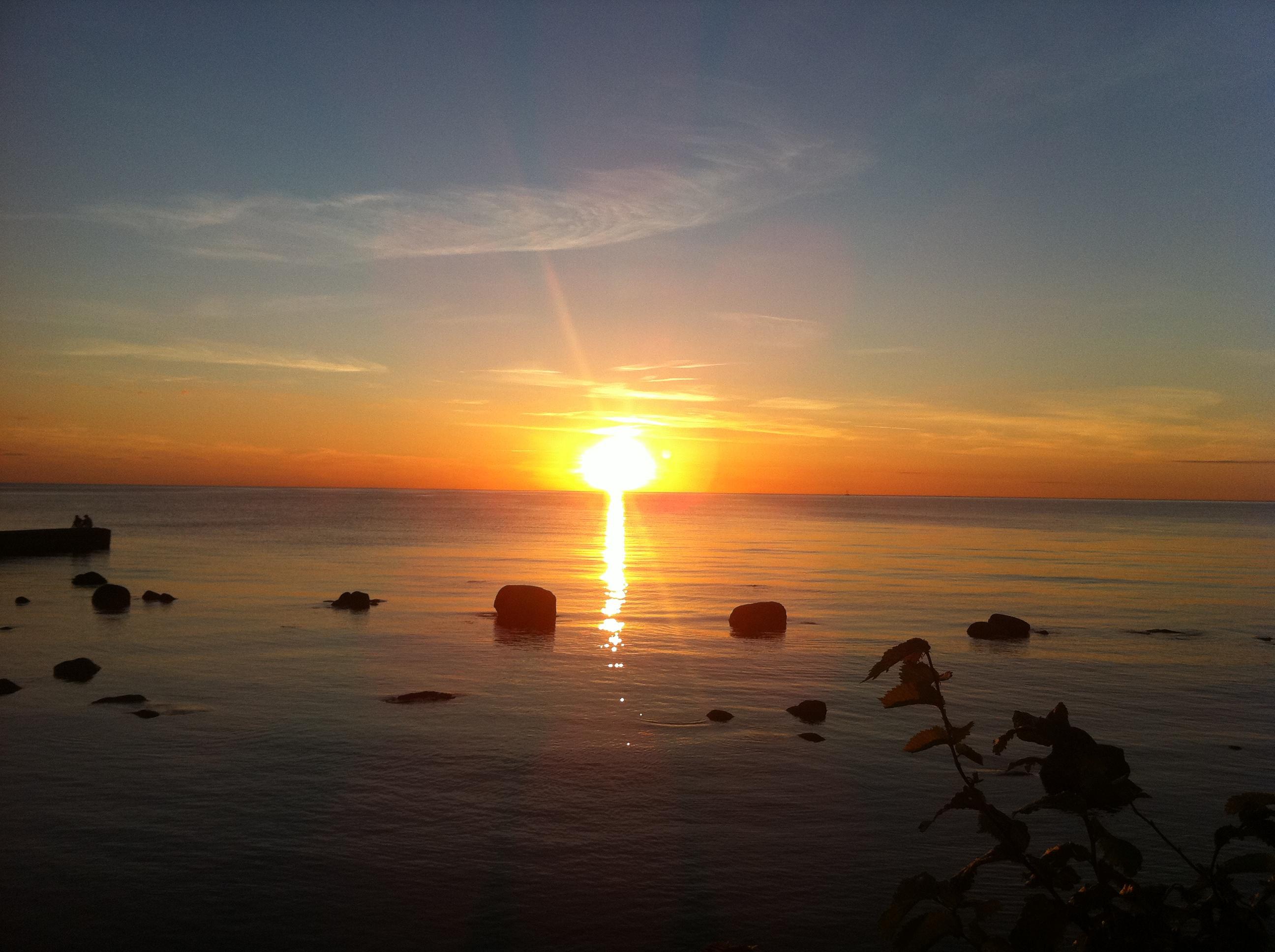 En magisk påklädd solnedgång från Gotland.