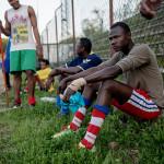 FÄRDIGTRÄNAT. Efter träningspasset återvänder spelarna till sina olika mottagningscenter runt om Rom där de bor i väntan på uppehållstillstånd eller på att hitta en vanlig bostad.