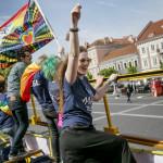 """Eva Baliul är straight, men demonstrerar sin sympati med Litauens icke-hetero. """"Det är många här som har fördomar, även om det inte syns så mycket idag"""", säger Eva."""