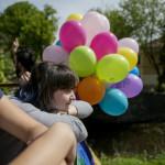 """Aliona Polujanova har varit med på samtliga tre hbtq-parader i Vilnius. Den första arrangerades 2010, då tvingades deltagarna gå bakom kravallstaket på grund av hotbilden. """"Det var som på zoo"""", säger Aliona."""