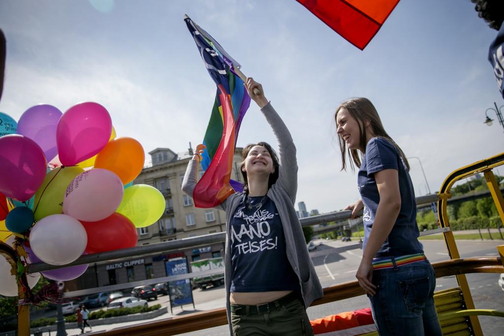 Alione hade aldrig hört talas om bisexualitet när hon märkte att hon drogs till båda könen. I dag jobbar hon med att få fler icke-heterosexuella att komma ut i Litauen, ett av EU:s mest familjekonservativa länder.