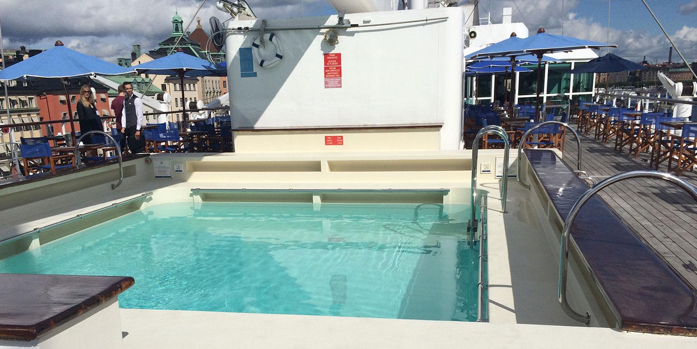 Det finns ytterligare en liten pool längre förut, som innehåller havsvatten.