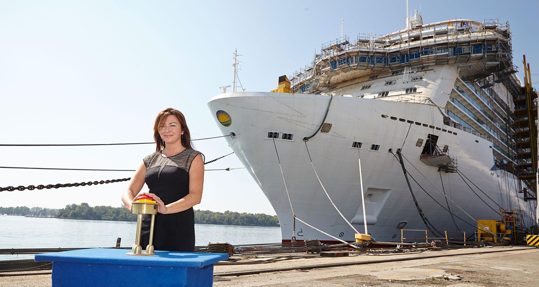 Suzi Perry premiärstartar Britannia. Foto: P&O Cruises
