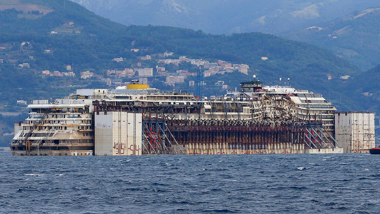 Concordia efter bärgningen. Foto: AP
