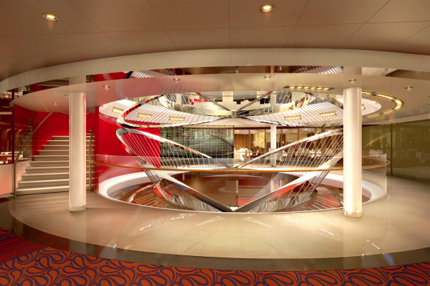 Fartygets atrium. Foto: HAL
