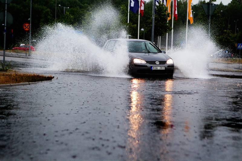 Kraftigt-regn-och-skyfall