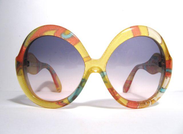 Färg och form fortsätter in på 70-talet. Alla hippies hjälpte nog till en  del 8a34ebda1f039